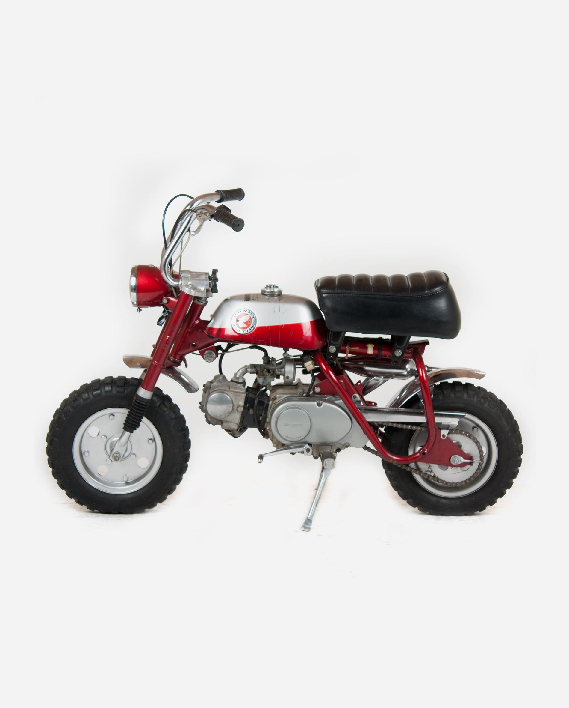 Honda-monkey-z50a-silver-l · Fourstrokebarn