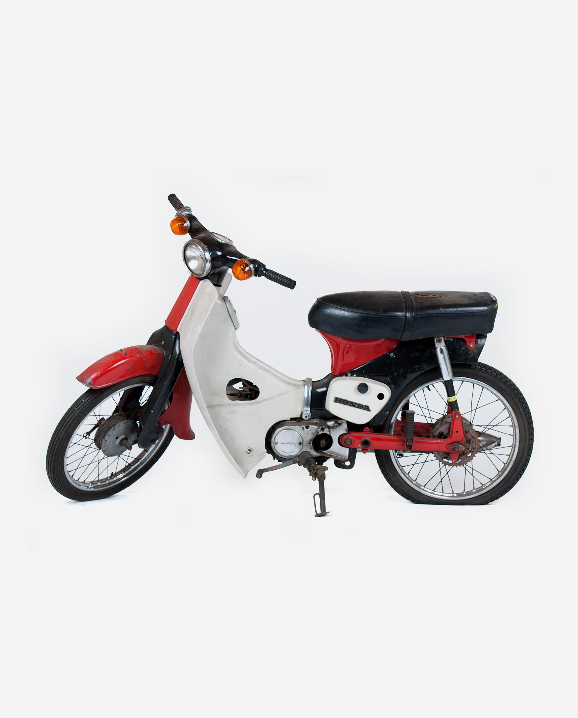 Honda-c50-afgezaagd-spatbord-l · Fourstrokebarn