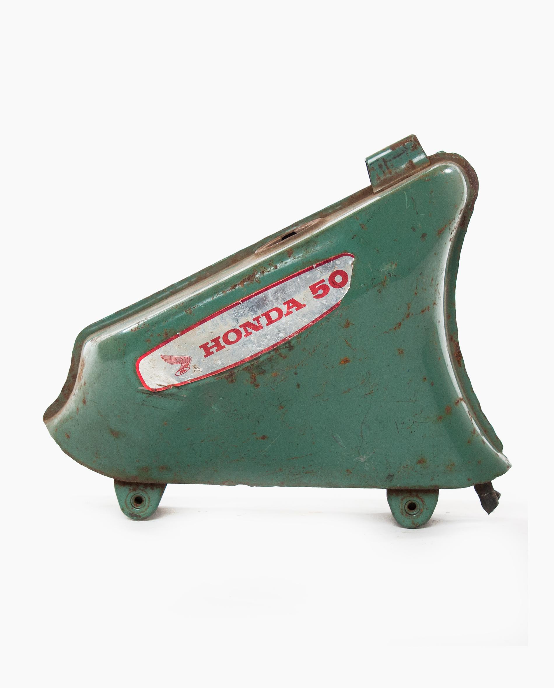 Honda C50 petrol tank (nr. 62)