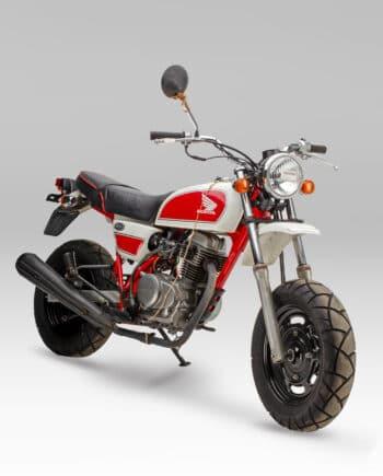 Honda Ape 100 Rood-Wit - 6277 km - https://fourstrokebarn.com