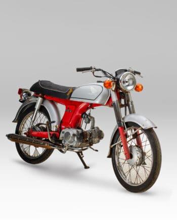 Honda Benly 50S Rood-Zilver - https://fourstrokebarn.com