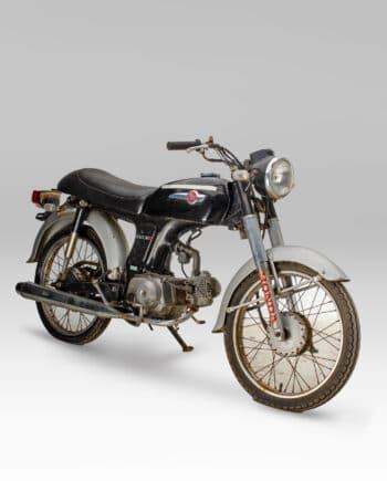 Honda Benly 50S Zwart - https://fourstrokebarn.com