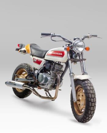 Honda ape wit C14_029